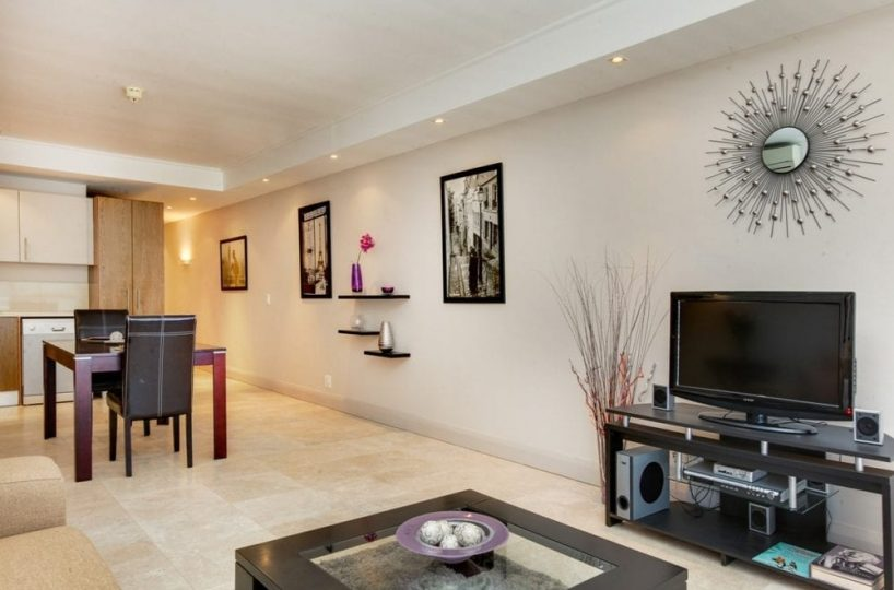 404 Canal Quays Apartment • Luxury apartment near the V&A Waterfront