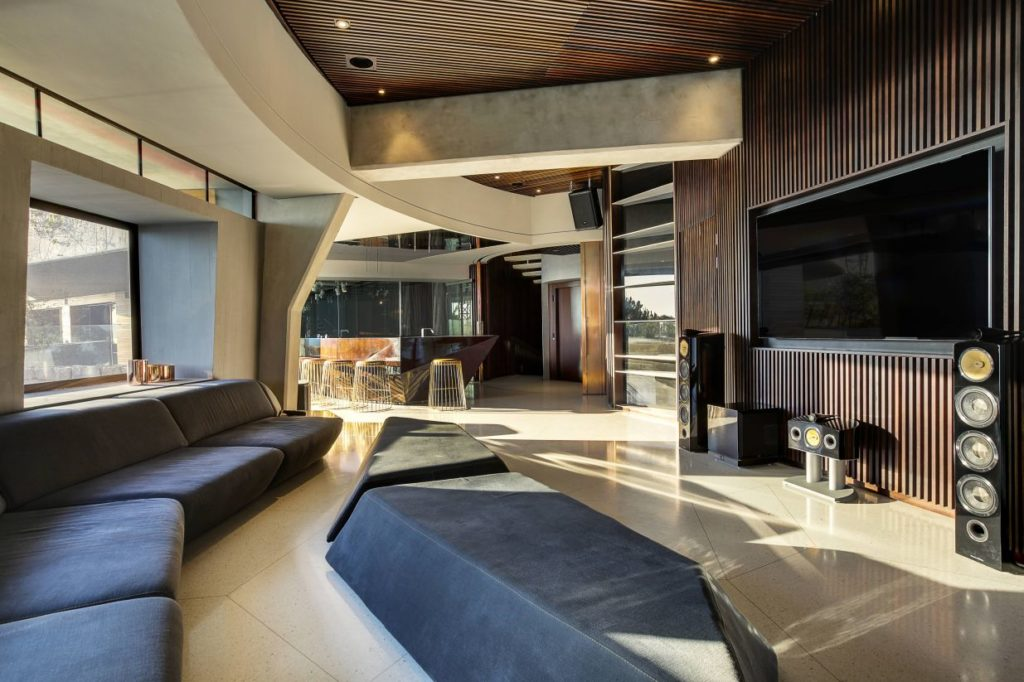 Iron Man House AKA Pengilly House in Clifton Cape Town 14