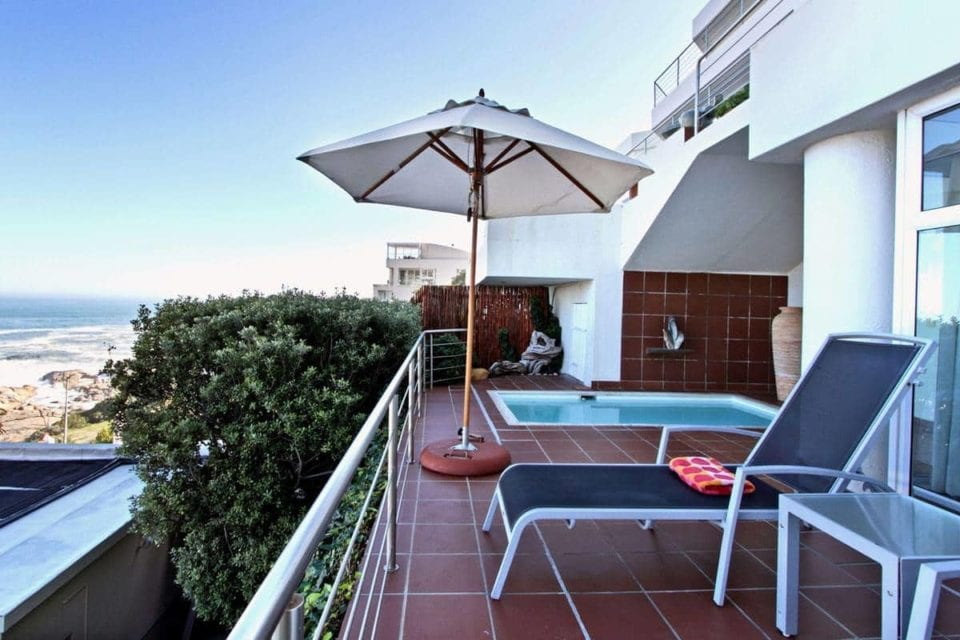 camps-bay-terrace-suite-camps-bay-terrace-suite-balcony-pool-7900967-960×640-73.jpg