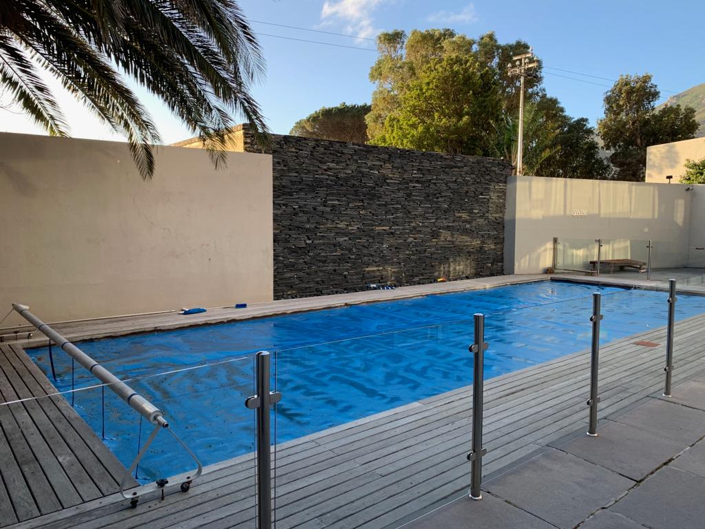central-drive-central-drive-swimming-pool-glass-fencing-157137439
