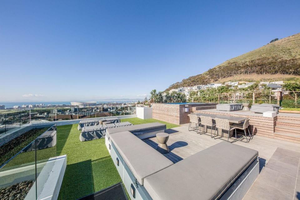 Penthouse on B - Cape Town Penthouse Apartment with Rooftop Pool