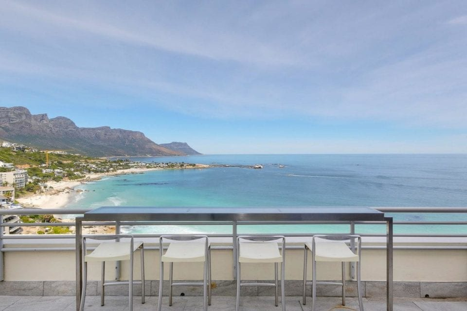penthouse-on-clifton-penthouse-on-clifton-seating-with-mountain-sea-views-21621681-960×640-44.jpg